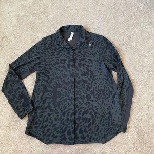 Lululemon day trip blouse Animal Swirl Size 6